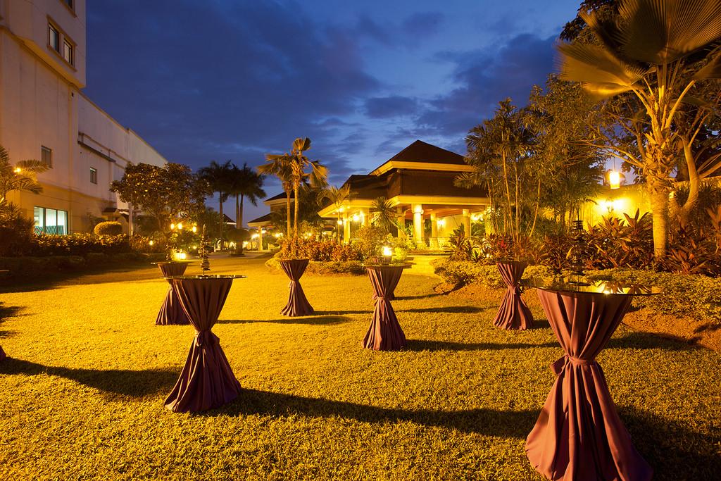 Waterfront_Cebu_E2D_ Lower_Ground_Poolside_1